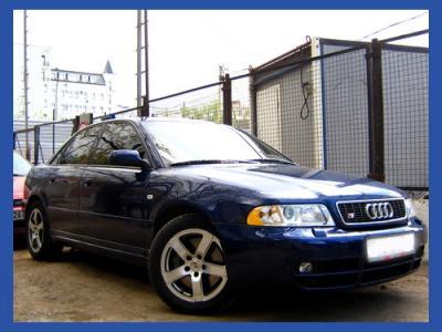 На фото именно этот автомобиль Audi S4 (8D, B5) Пробег 96560 км. МКПП 6 ст. ABS, антипробуксовочная система, бортовой компьютер,